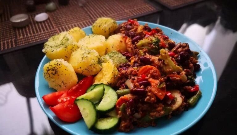 Viltotā maltās gaļas mērce ar pupiņām un dārzeņiem