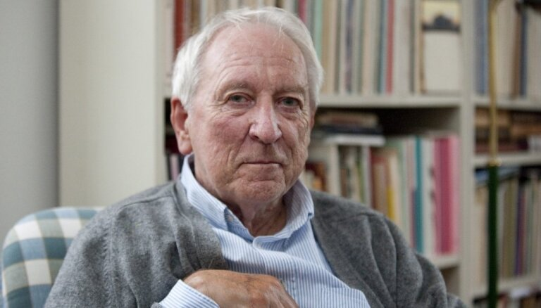 Mūžībā aizgājis dzejnieks un Nobela prēmijas laureāts Tomass Transtremers