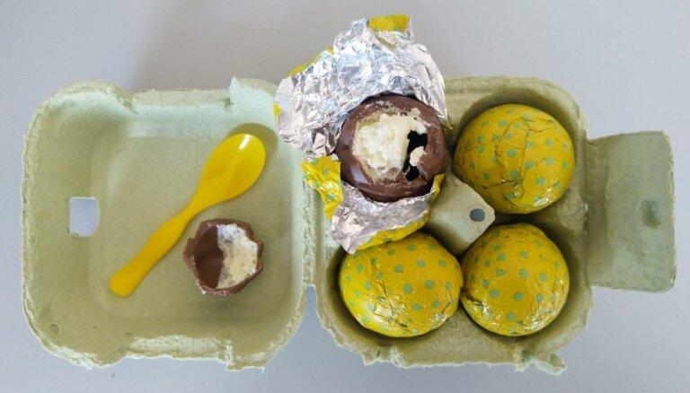 Kas šokolādes olām 'vēderā': pētām veikalos nopērkamos saldumus