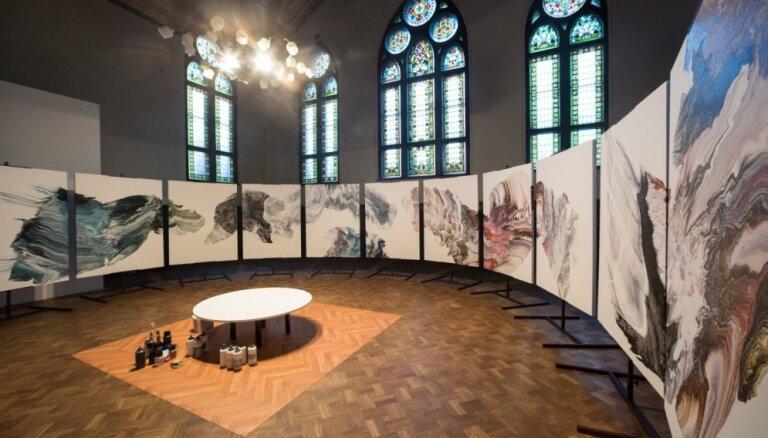 'Lielajā dzintarā' atklās laikmetīgās mākslas izstādi 'Iekļauties kustībā'