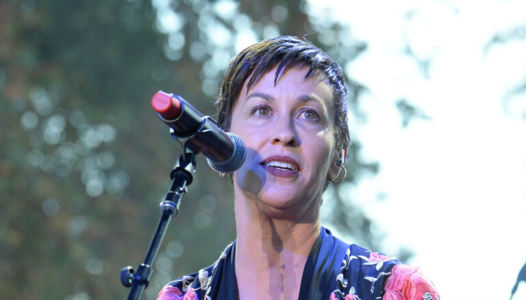 Dziedātāja Alanisa Morisete 44 gadu vecumā ir gaidībās