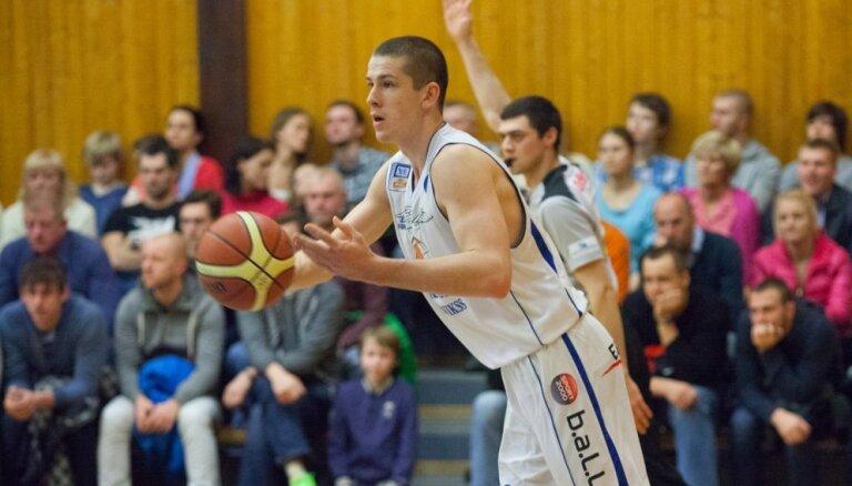 Jonāts ar 'double-double' palīdz Raplas basketbolistiem sarūgtināt 'Latvijas Universitāti'