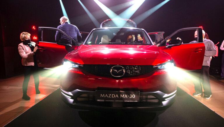 Foto: Latvijā prezentēts 'Mazda' pirmais elektromobilis 'MX-30'