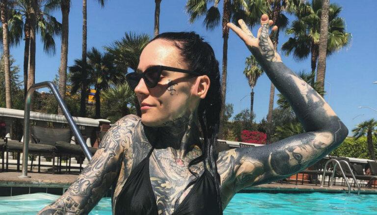Pasaulslavenā tetovētā latviešu modele Monami Anglijā atvērs vegānu burgernīcu