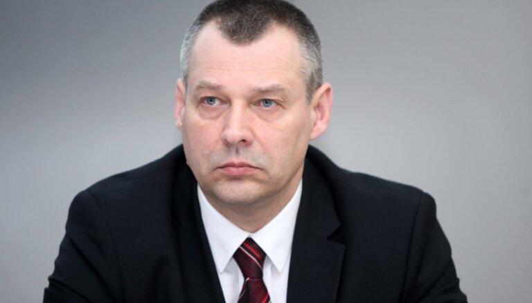 Bijušo muitas šefu Kravali var nākties atjaunot amatā, atzīst ministre