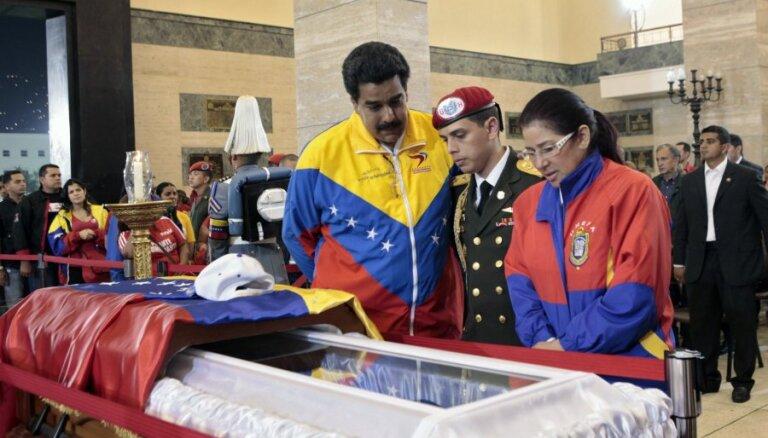 Российские ученые не смогут забальзамировать тело Чавеса