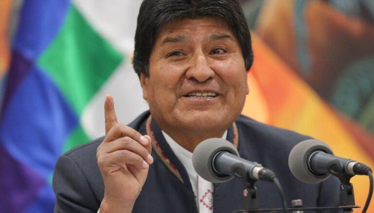 Ушедший в отставку Эво Моралес покинул Боливию и попросил убежище в Мексике