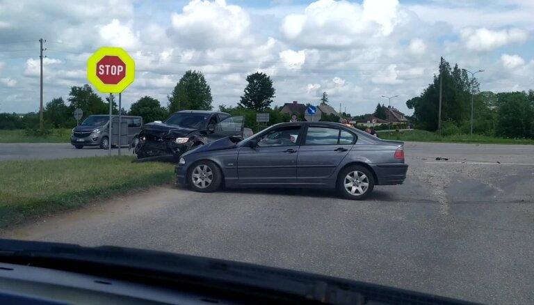 Video: Kuldīgas novada Priedainē sadūrušies trīs auto