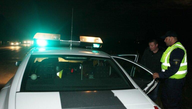 BMW и Audi с пьяными пассажирами оказались в овраге: один погиб, остальные в больнице