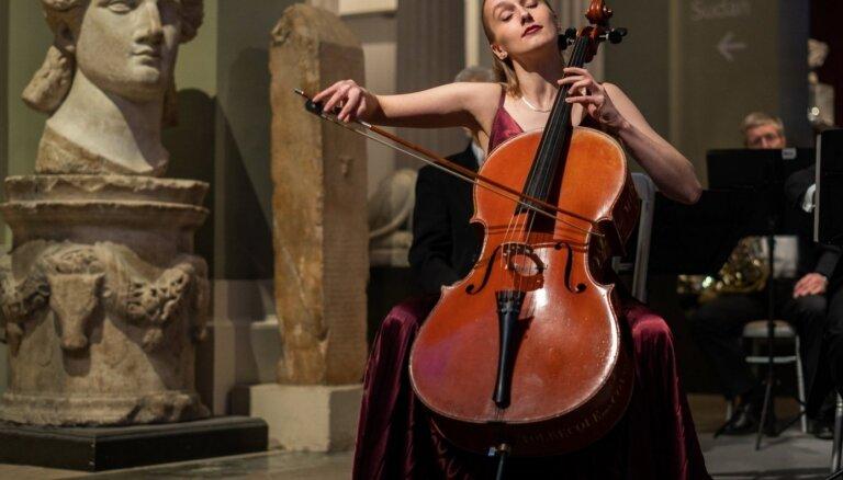 Senatnīgi romantiskos koncertos kopā ar LSO uzstāsies Margarita Balanas