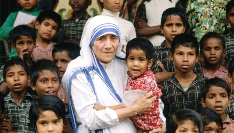 Desmit mīlestības pilni citāti no mātes Terēzes mutes