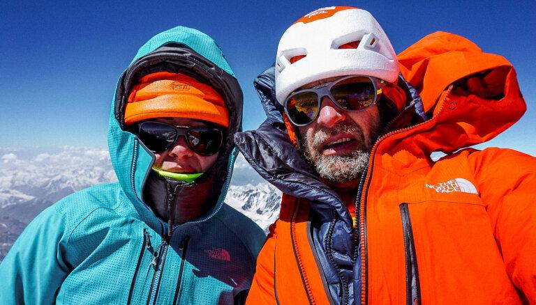 Ceļošana kā darbs. Alpīnistu Kristīnes un Kristapa Liepiņu stāsts