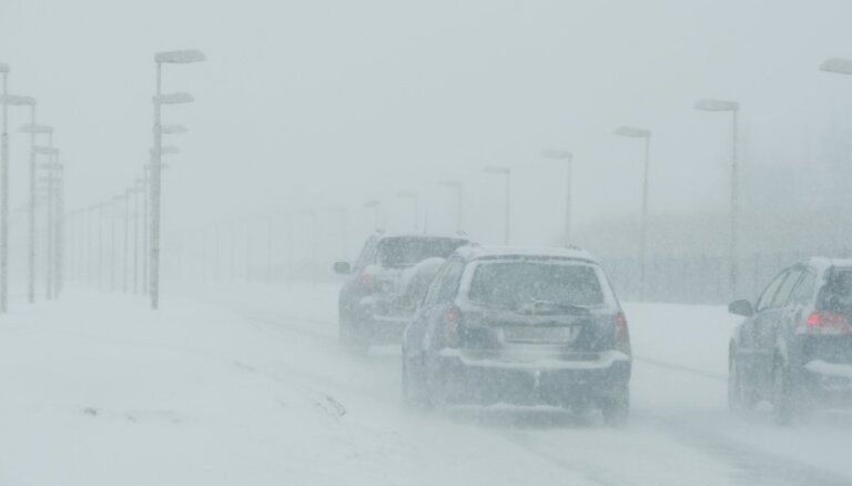 Жертвами снегопадов на юге США стали 13 человек