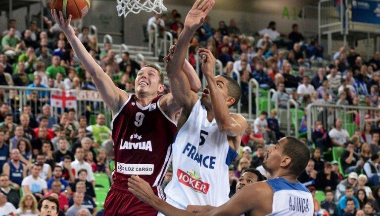 Второй спарринг Латвия французам уступила, у Блумса и Берзиньша— результативный юбилей