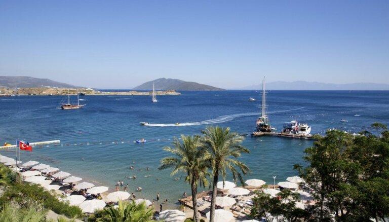 Чудо света, пляжи и крупнейшие тусовки: чем заняться на самом дорогом курорте Турции