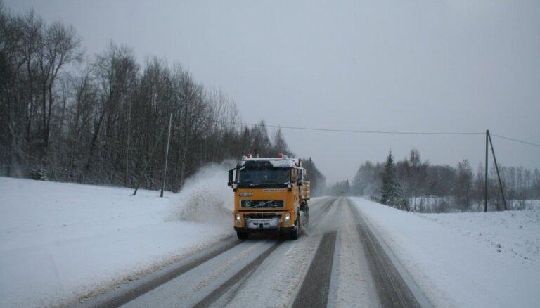 Снег на главных автодорогах убрали только во второй половине дня (обновлено в 15.20)