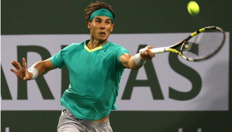 Nadals Indianvelsas turnīrā pārliecinoši pārspēj Federeru