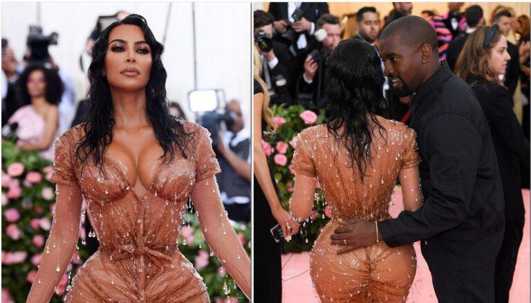 Прозрачные платья стали трендом у знаменитостей