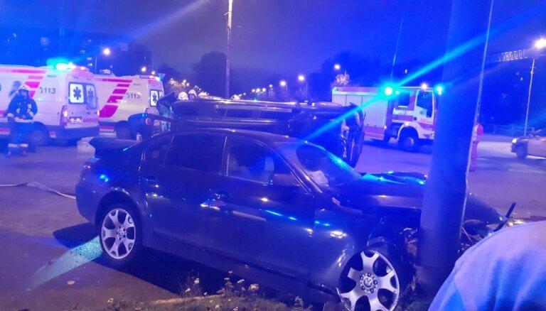 Video: Keldiša un Saharova ielas krustojumā notikusi smaga avārija