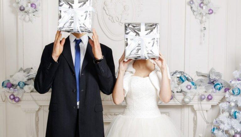 Шпаргалка, как из года в год отмечать День свадьбы: символизм, традиции, идеи для подарков