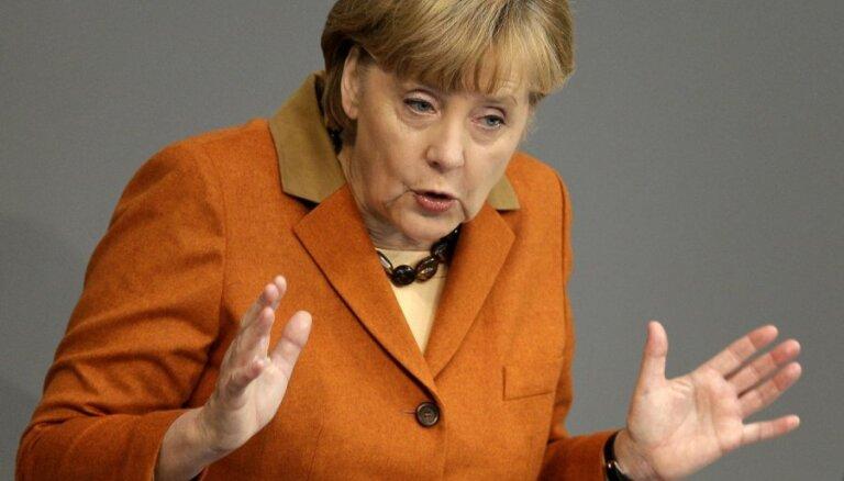 Atklātā vēstulē Merkeli aicina atbalstīt NATO bāzu izveidi Baltijā