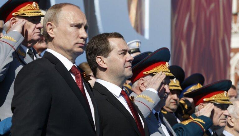 """Рейтинг """"преемников"""" Путина возглавили Медведев и Собянин"""