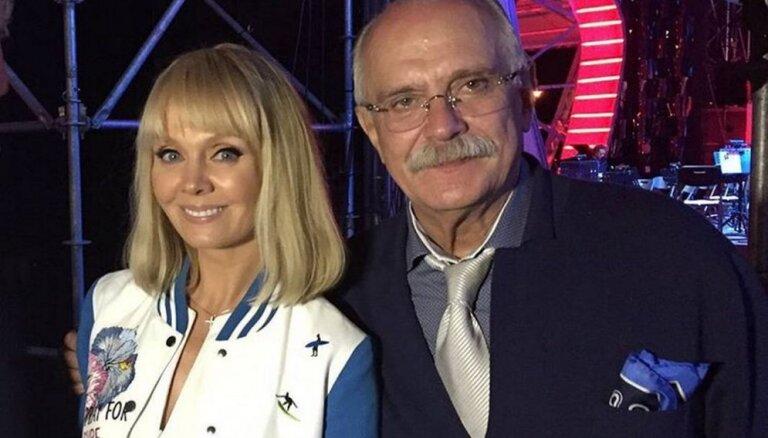 """ФОТО: Как поп-звезды проводят время на """"Новой волне 2015"""""""