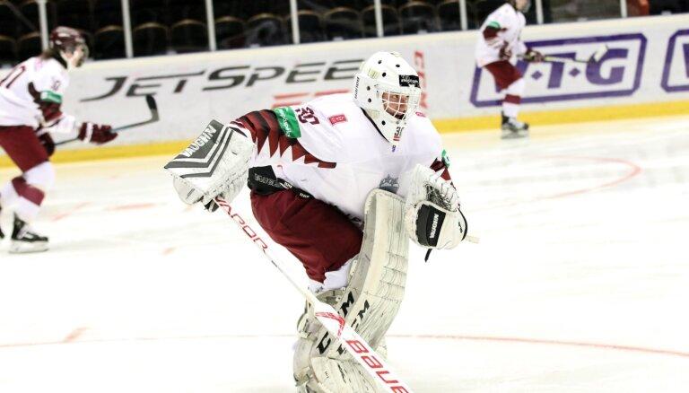 Latvijas U-18 hokejisti PČ ceturtdaļfinālā varonīgā cīņā piekāpjas vienaudžiem no Kanādas