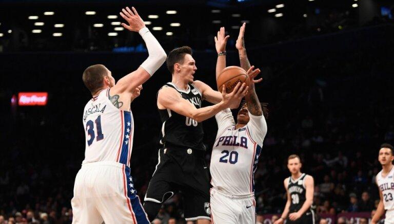 Kurucs atgriežas laukumā 'Nets' rindās; Bertānam astoņi punkti 'Spurs' mačā