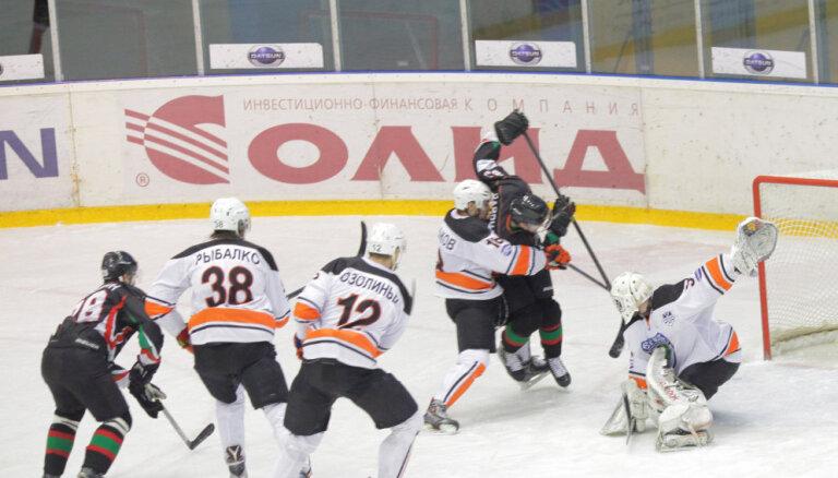 Uzbrucējs Ozoliņš pagarina līgumu ar VHL klubu 'Lada'