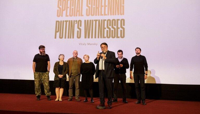 Latvijas kinoteātros sāk demonstrēt Vitālija Manska dokumentālo filmu 'Putina liecinieki'
