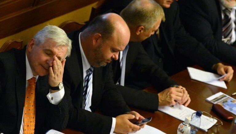 Скандал в Чехии: премьер испугался полета в ЮАР на прощание с Манделой