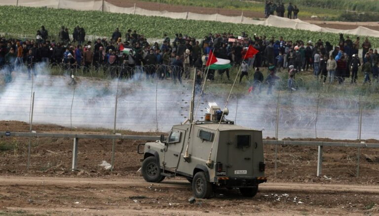 Sadursmēs nogalināti trīs Gazas joslas iedzīvotāji, vairāk nekā 300 ievainoti
