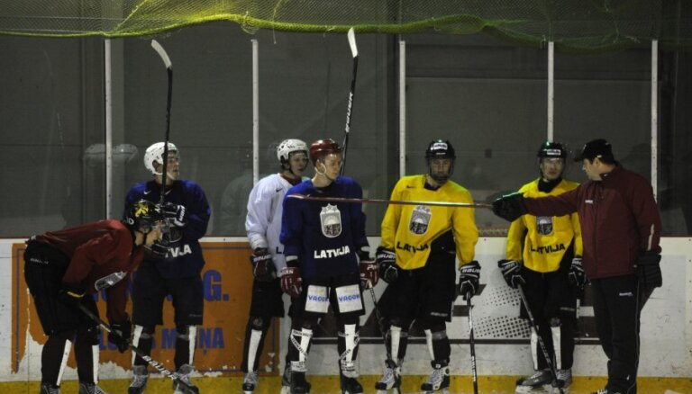 Latvijas U-20 hokeja izlase trešajā pasaules čempionāta spēlē tiekas ar Krieviju