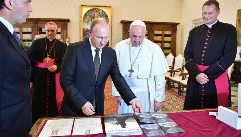Папа римский принял в Ватикане опоздавшего на час Путина