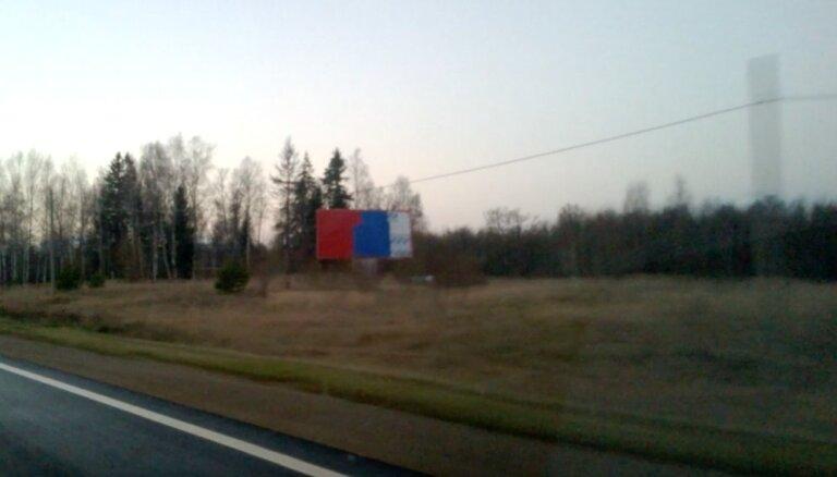 Pie Ventspils šosejas parādījies liels Krievijas karogs