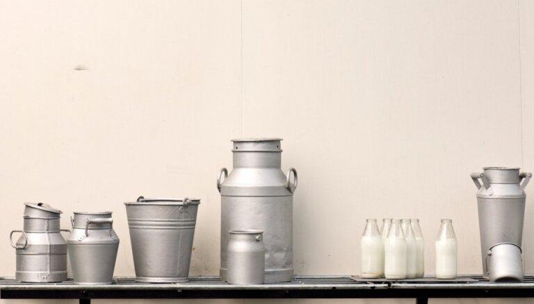 Par tonnu nepiegādātā piena zemniekiem izmaksās 140 eiro