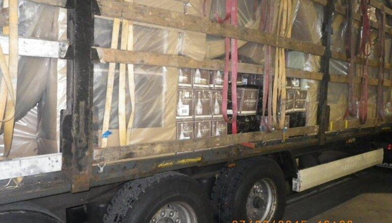 Mēbeļu kravā Ventspilī atklāj 500 litrus alkohola