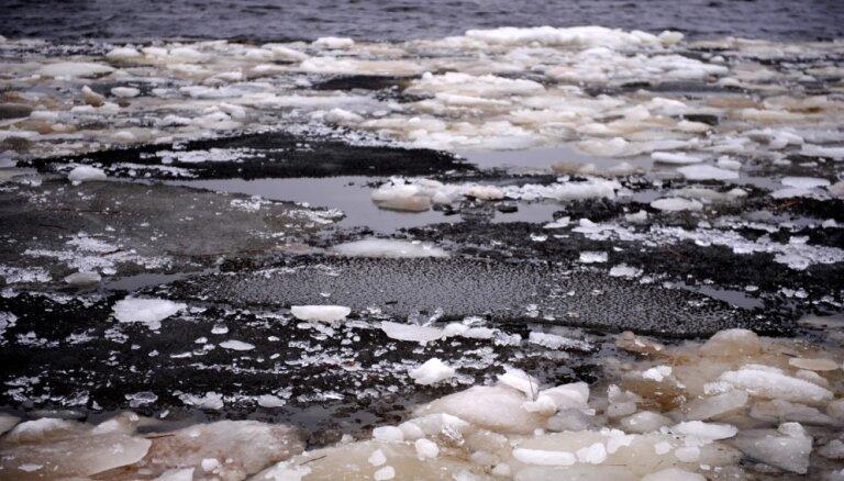 Спасатели нашли в городском канале Риги утонувшего человека