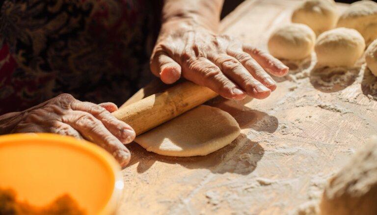 Godu saimnieces un pavāri aicināti piedalīties akcijā 'Ceļam galdā vietējo!'