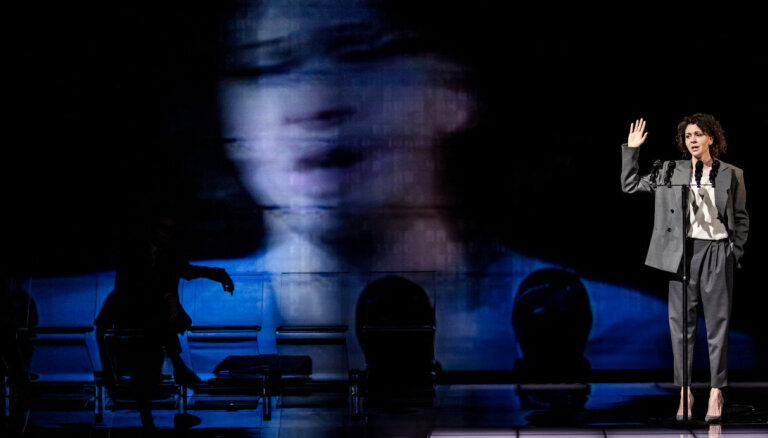 """Жить, не уничтожая друг друга. """"Золотая маска"""" в Латвии"""" осенью покажет самые актуальные спектакли"""