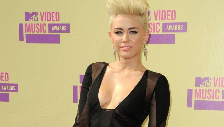 Эксперты: самые уродливые платья 2012 года