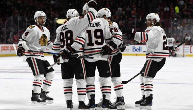 Čikāgas 'Blackhawks' devīto sezonu pēc kārtas iekļūst Stenlija kausa izcīņā