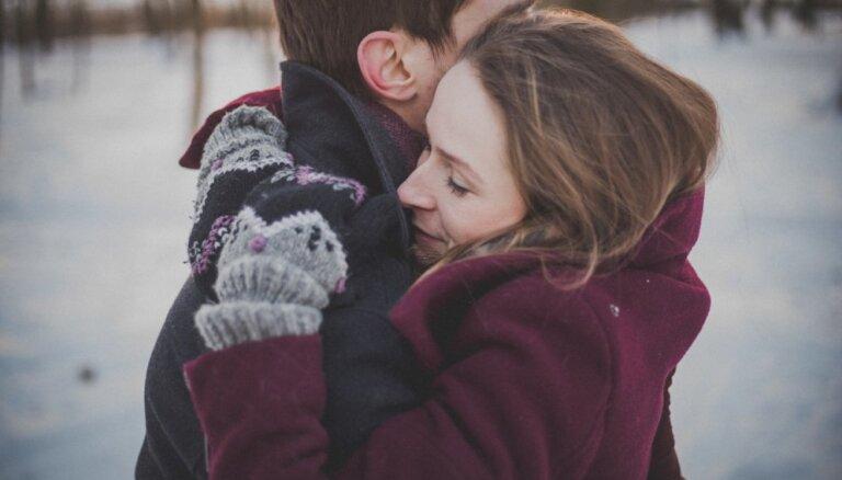 Kā pasargāt savu laulību no Ziemassvētku izraisīta stresa un kašķiem