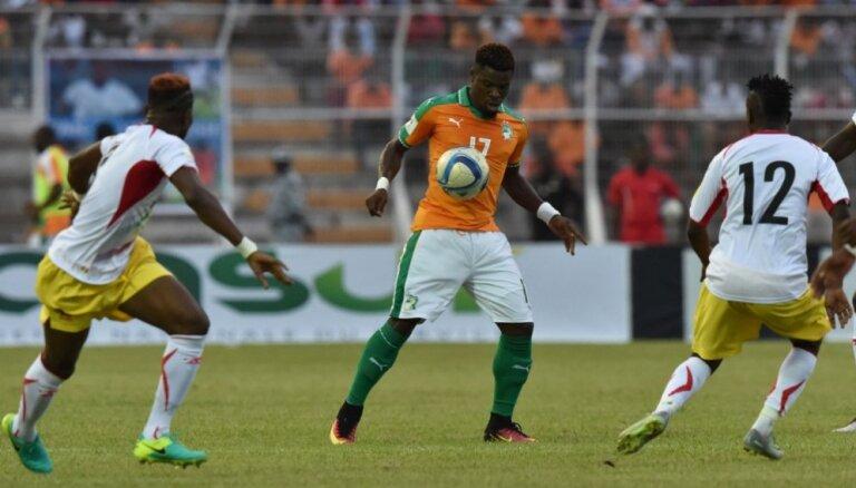 ВИДЕО: Ивуариец Орье спас жизнь Думбия в матче квалификации ЧМ-2018