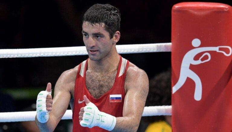 Krievijas hakeri nopludina dokumentus par sava boksera pieķeršanu dopinga lietošanā