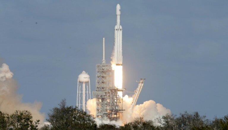 """В """"Роскосмосе"""" назвали запуск Falcon Heavy """"очень хорошим трюком"""""""