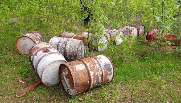 Daugavpils apkārtnē atrastas vēl 29 mucas ar nezināmas izcelsmes vielām