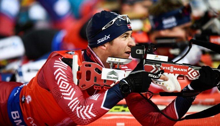 Расторгуев вошел в топ-20 в спринтерской гонке в Хохфильцене