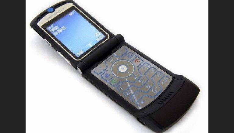 """Motorola перевыпустит легендарную """"раскладушку"""" RAZR V3 в виде смартфона за 1500 долларов"""